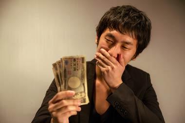 闇金は法外な高金利で貸付を行う悪質な貸金業者