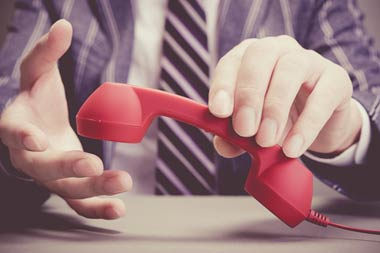 電話を使う闇金