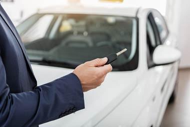 自動車の譲渡契約書や車検証、印鑑証明書、委任状、スペアキーなども闇金に取られてしまう