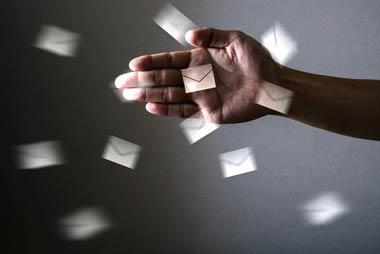 金貨金融は、一般のヤミ金と同様にチラシやダイレクトメールなどで顧客を勧誘