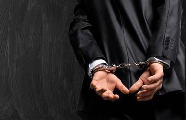 買取屋のせいで被害者が「横領罪」や「詐欺罪」で逮捕される