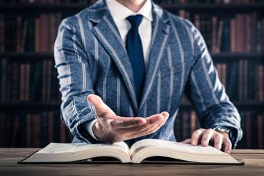 提携弁護士は多い時には月に300万円くらい受け取っている