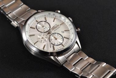 闇金は高級ブランド腕時計を客のクレジットカードで買う