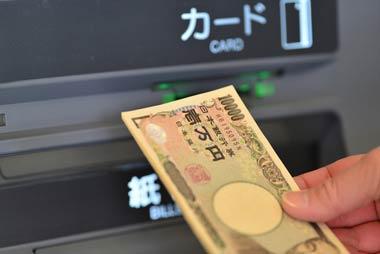 クレジットカードのキャッシングならカンタンに借りることができますので、軽い気持ちでほんお数万円を借ります