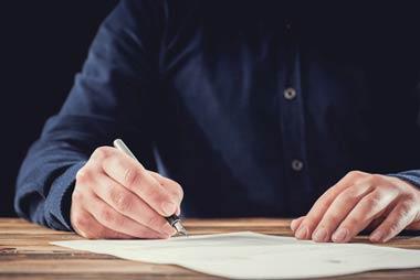 闇金は金を貸し公正証書を作るための白紙の委任状を書かせる
