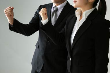 闇金問題に強い弁護士・司法書士を選んで依頼することが最重要