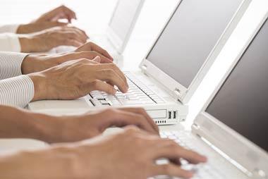 貸金業者から流出した融資申込書などの顧客情報をリスト化し、ヤミ金融などに売りさばく「名簿屋」