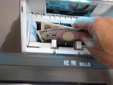 ヤミ金融業者は口座凍結に陥ると即死活問題