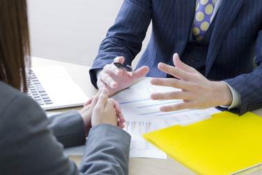 小規模個人再生か給与所得者等再生か、弁護士・司法書士などの専門家に相談