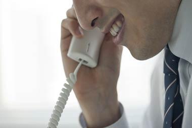 闇金から融資勧誘の電話