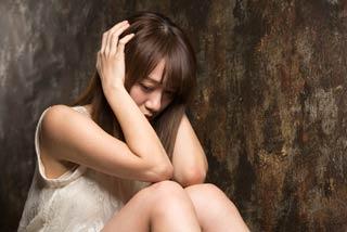 闇金被害に遭い自殺まで考える女性